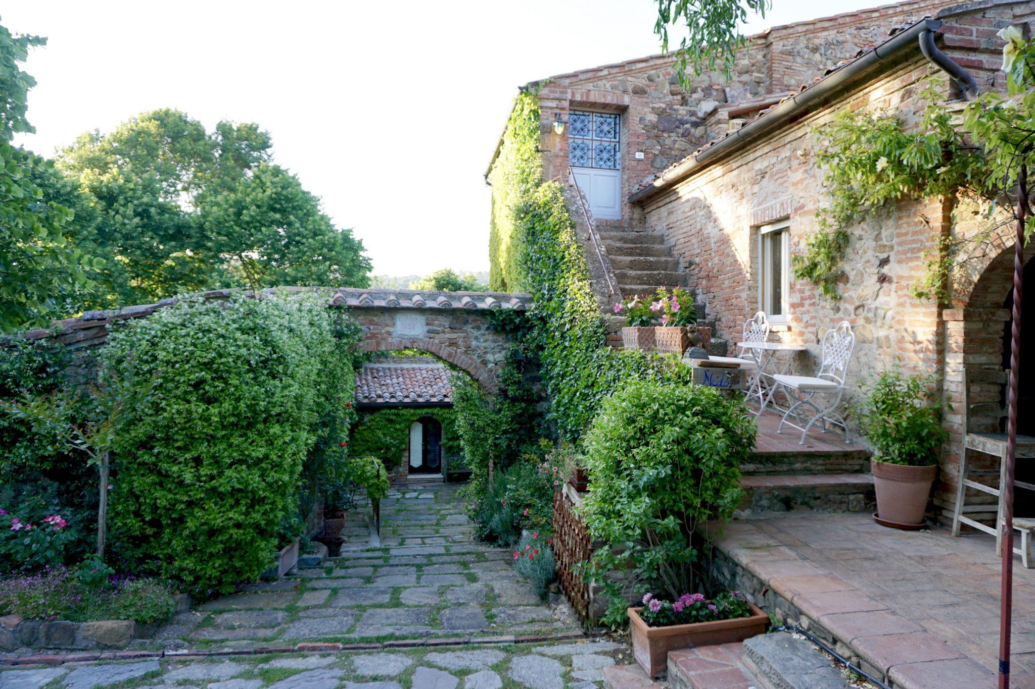 hotel lupaia, tuscan, farmhouse, tuscany, italy