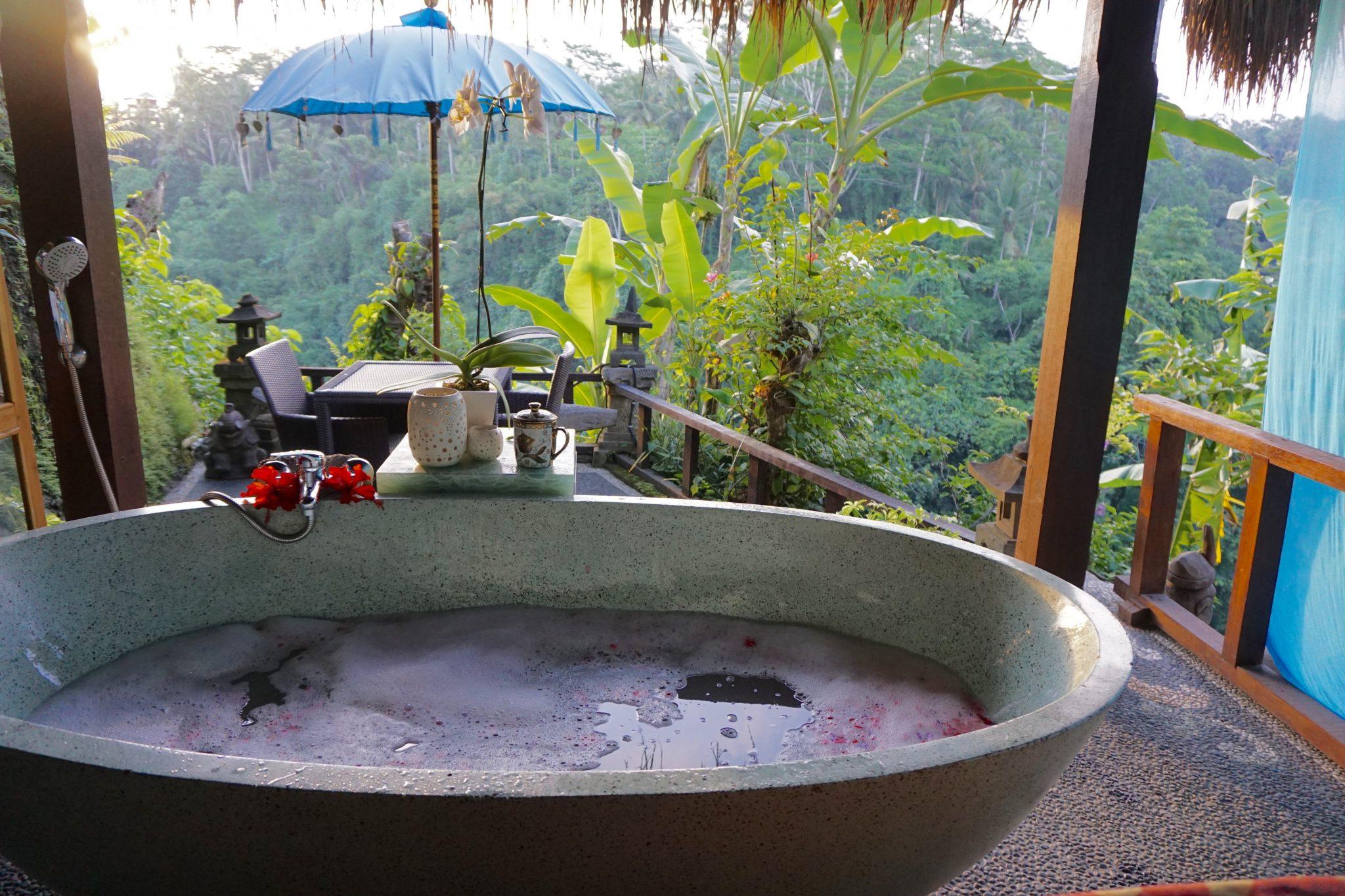 bali, indonesia, ubud, spa, villa kalisat, bali bathtub, bali spa, ubud spa, flower petals