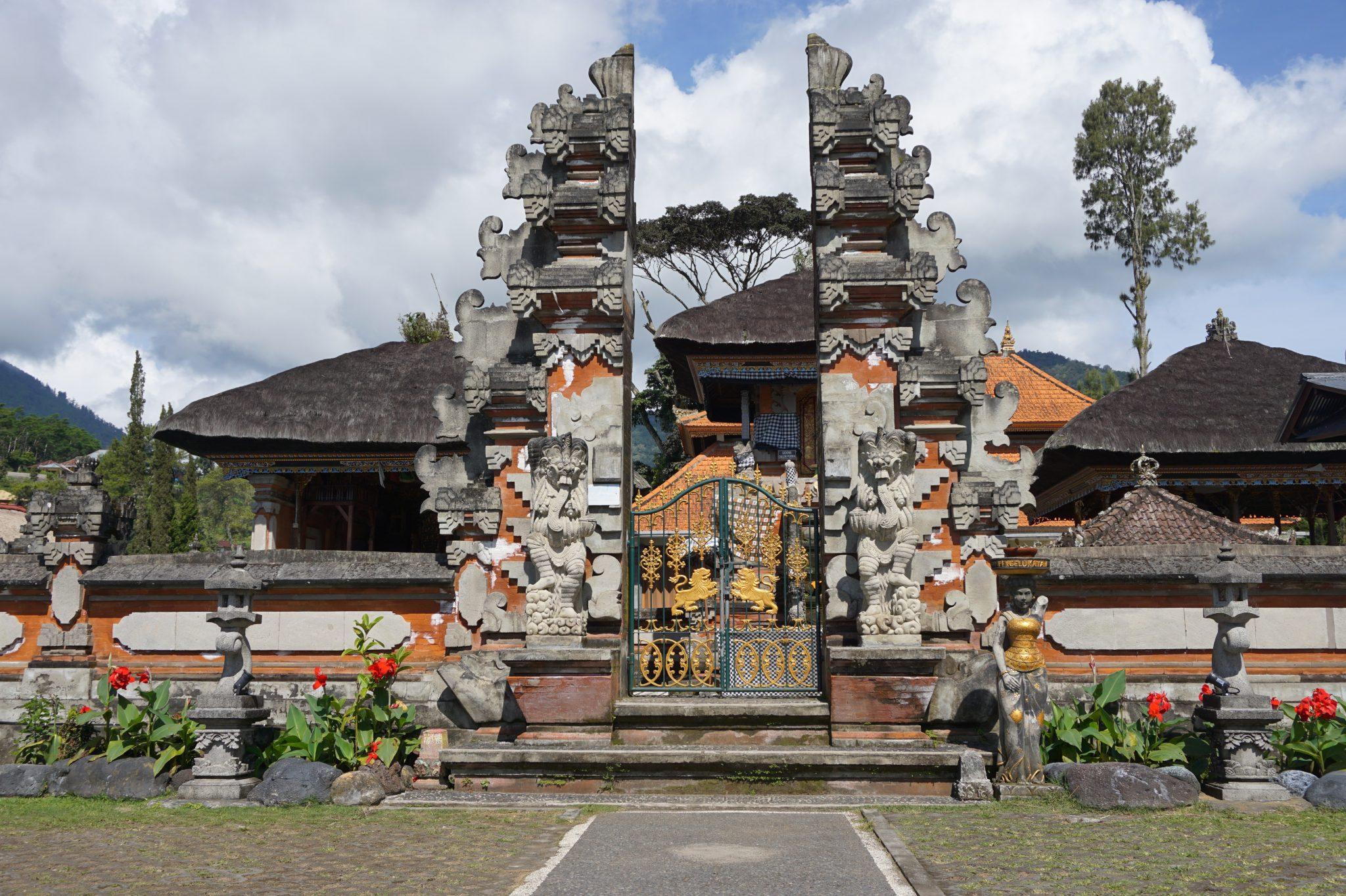 bali, ulun danu beratan temple, pura bratan, lake bratan, bedugul, indonesia