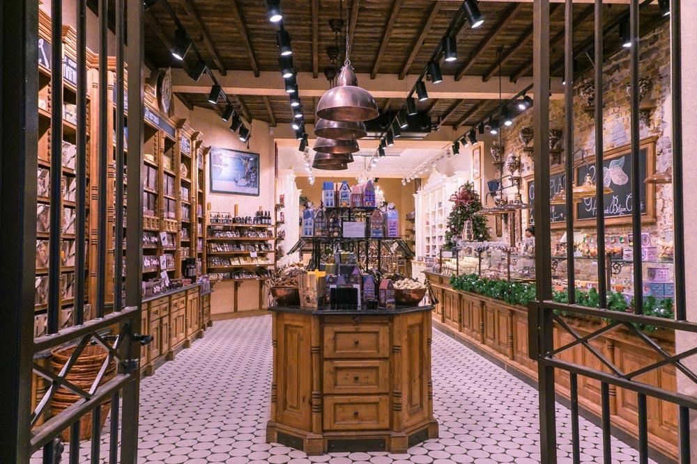 Bruges chocolate shops