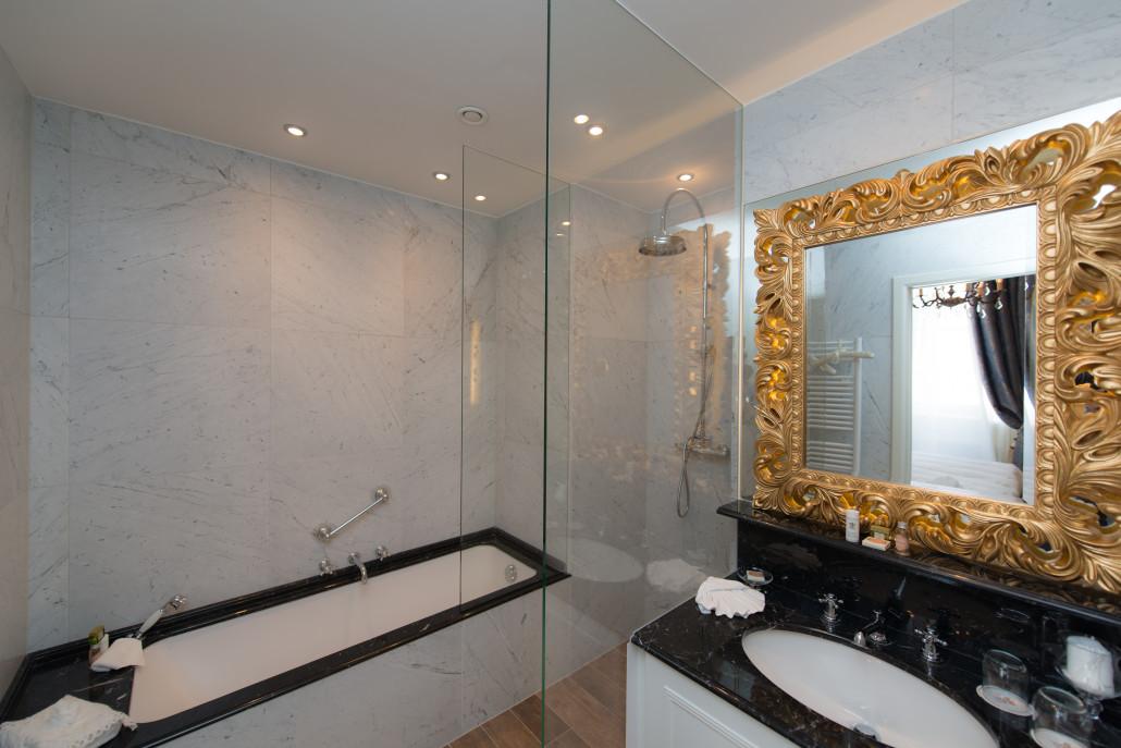 Hotel Heritage, bathroom, Bruges