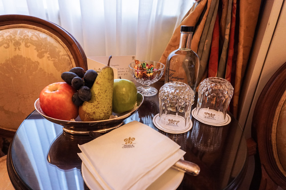 Hotel Heritage amenities, fruit basket