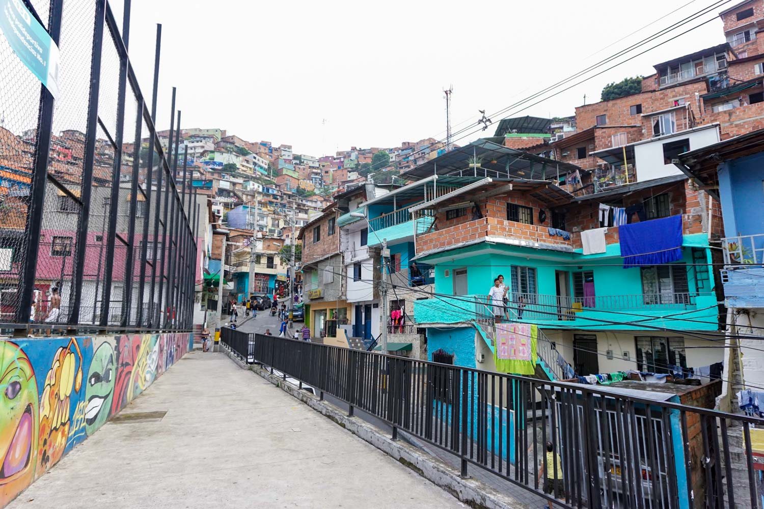 comuna 13 neighborhood medellin